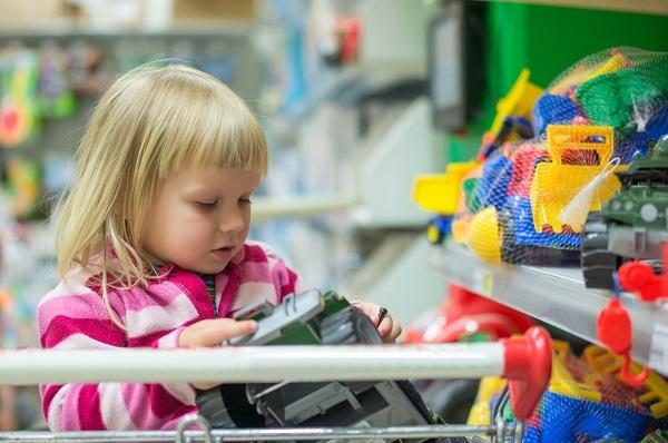 Давайте розберемося, в чому причини появи потреби дитини в нових іграшках: