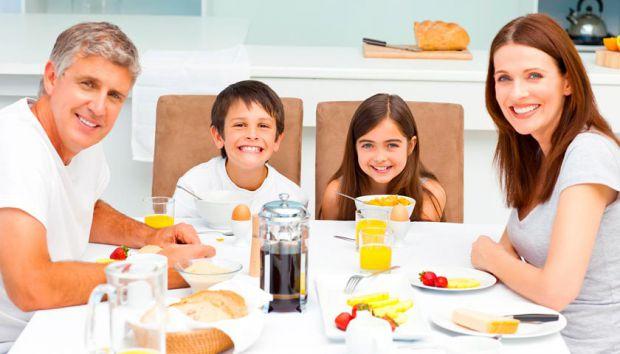 Американські експерти в галузі соціальної роботи прийшли до висновку, що сніданок з батьками допомагає підліткам позитивно мислити і сприймати своє ті