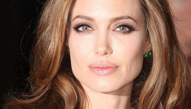Анджеліна Джолі попала під крапельницю