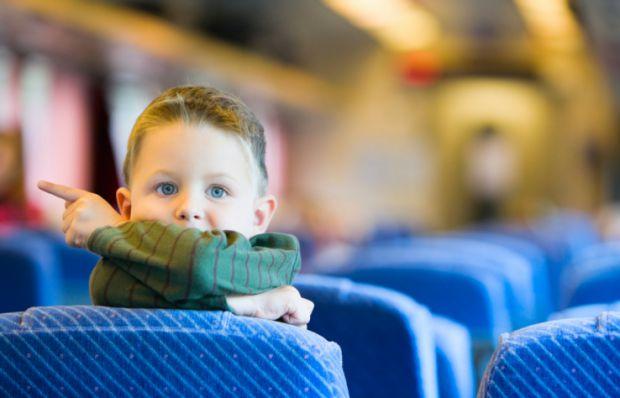 Ми часто їздимо кудись зі своїми дітьми. І якщо фунікулер - сам по собі розвага, то що робити з маршрутками, метро чи трамваями? Варто перетворити пої