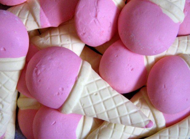 Медики не рекомендують захоплюватись морозивом у спекотні дні.Лікарі застерігають, що число захворілих бронхітом, ангіною та іншими простудними захвор