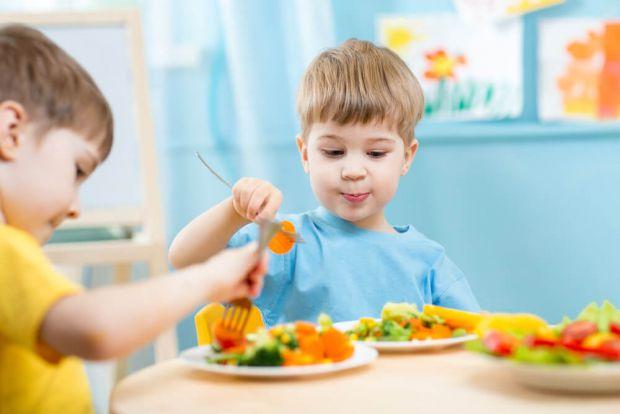 Чим нагодувати дитину, щоб у неї був спокійний і здоровий сон?
