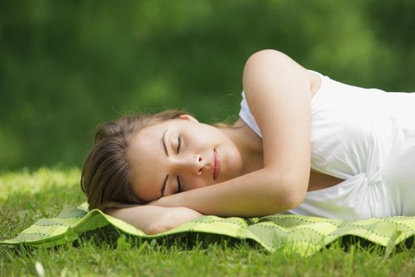 Куріння, вживання алкоголю і жирної їжі впливають на продуктивність на робочому місці не настільки сильно, як сон, - повідомляють британські вчені з К