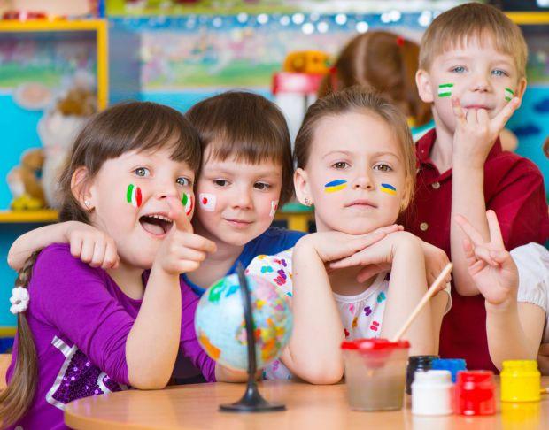 Не секрет, що вивчити іноземну мову дитині набагато легше. Чим старші ми стаємо, тим більше зусиль доводиться докладати, щоб хоча б освоїти розмовну м