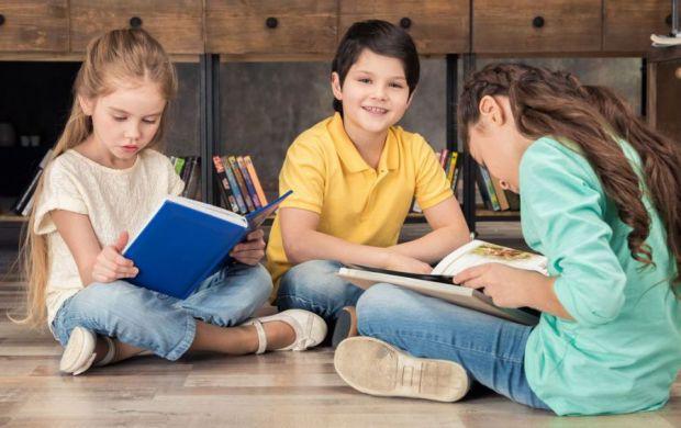 Одні батьки дозволяють дитині робити усе, що їй заманеться, а інші навпаки слідкують за кожним кроком свого чада. Як таке виховання може вплинути на д