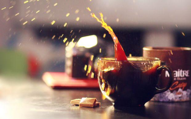 Великою помилкою багатьох людей є бажання тонізувати організм у спеку за допомоги кави. Коли вам гаряче і ви почуваєтесь недобре, не пийте кави, надію