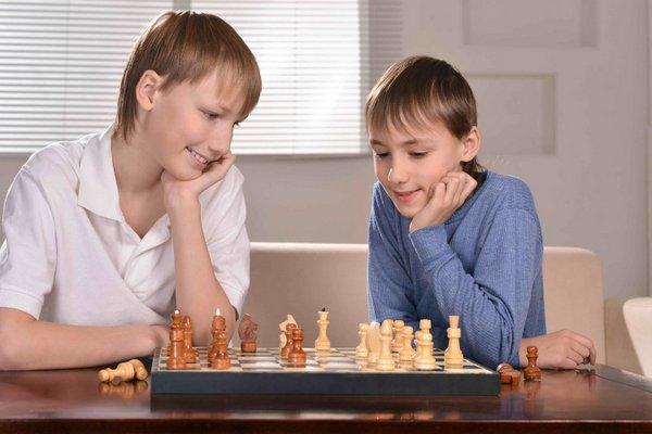 Якщо ваша дитина в три роки не ходить на фехтування, шахи, синхронне плавання і скелелазіння, ви погана мати. Принаймні, саме так вважають інші мами -