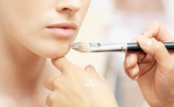Щодо ефективності тональних кремів існує дуже багато міфів, про які краще знати жінкам, щоби не допускати помилок у догляді за шкірою обличчя та не пі