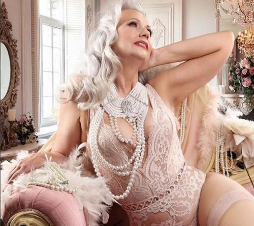 Фотограф Кріссі Спаркс вирішила показати, що зрілі жінки за 60 можуть бути сексуальними.