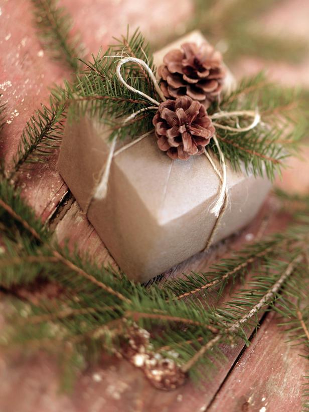 7734_ji_pinecone-gift-w.jpg (88.74 Kb)
