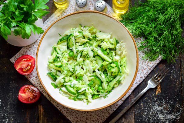 Простий і швидкий в приготуванні салат з кабачків та огірків вийде не менш смачним і корисним. Зберігайте собі цей рецепт і готуйте із задоволенням!