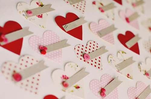 Зовсім скоро весь світ накриє хвиля любові, а точніше - маркетингового шоку і кожен буде шукати валентинку для дорогих серцю людей. Школярам теж знайо