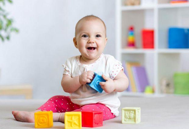 Це залежить від розвитку та особливостей кожного малюка. Як правило, діти вимовляють перші усвідомлені легкі слова після дев'яти-десяти місяців. До ре