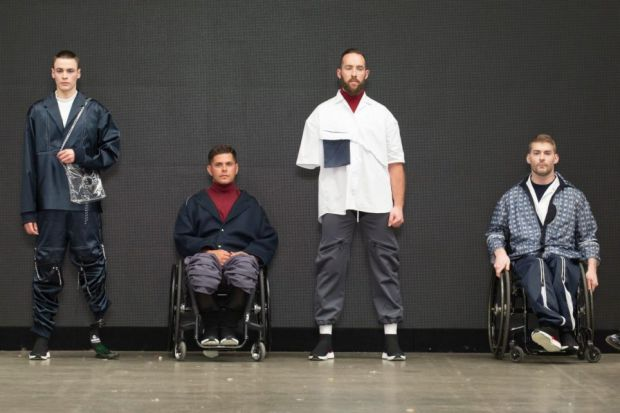Британка з Університету Ноттінгем Трент створила спеціальну лінію одягу для людей з обмеженими можливостями. Про це повідомляє
