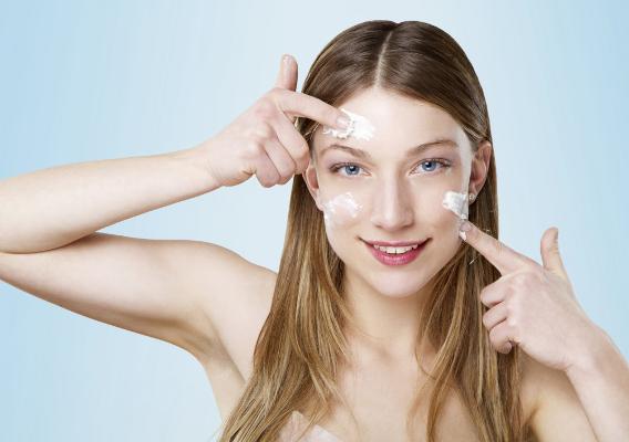 Маски на основі майонезу здатні покращувати зовнішній вигляд шкіри без використання дорогих косметичних процедур. Головна умова, яку потрібно дотримув