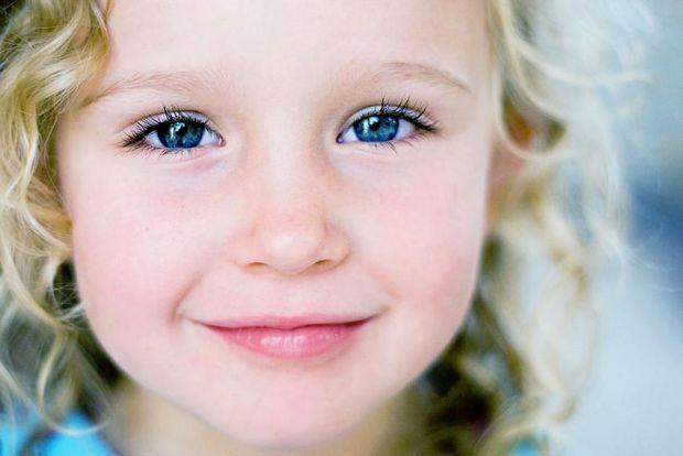Дуже важливо, щоб самооцінка малюка відповідала дійсності, а не падала нижче за плінтус, кидаючи його в стан апатії, страху, невпевненості в собі і на