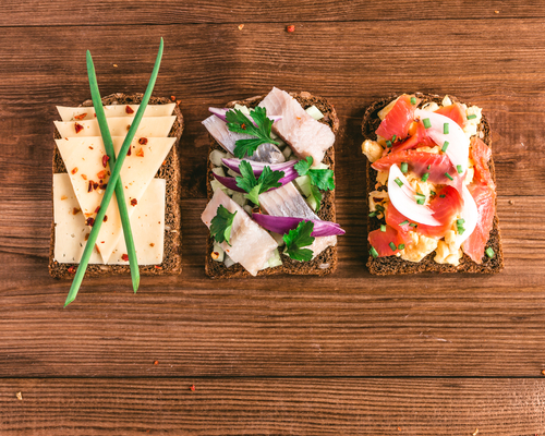 Смачні та корисні рецепти бутербродів для дитини повідомляє сайт Наша мама.