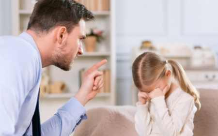 """Дуже зручно, коли дитина на всі заборони реагує покірливим послухом. """"Туди не ходи."""" """"Цього не роби."""" """"Тобі не можна."""" Тоді дотримується придуманий ва"""