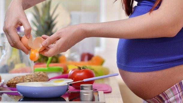 Вагітність - це час, коли потрібно більш уважно ставитися до свого здоров'я і способу життя. Виявляється, багато звичних продуктів, під час вагітності