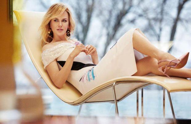 Як виглядати красиво, знає Ніколь Кідман.У свої 40 акторка має чудовий вигляд і сяє молодістю. Хоча злі язики кажуть, що Ніколь зробили з десяток плас