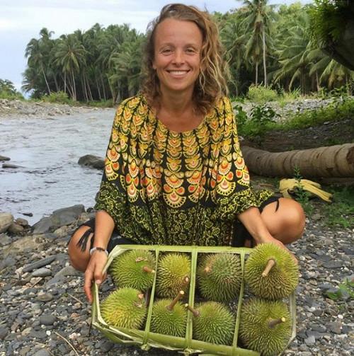 Тіна Стоклосі вже три роки харчується лише фруктами. Називає себе фрукторіанцем і стверджує, що така «дієта» благотворно позначається на її здоров'ї т