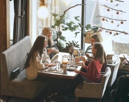 Якщо ви молода мама, маєте сили і хочете розвиватися, або ж вам набридло сидіти у декреті, тоді варто відвідати спеціальні бізнес-ланчі для матерів.