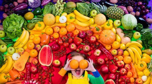 Вегетаріанські дієти значно відрізняються один від одної в залежності від ступеня дієтичних винятків. Найбільш жорстке визначення передбачає споживанн