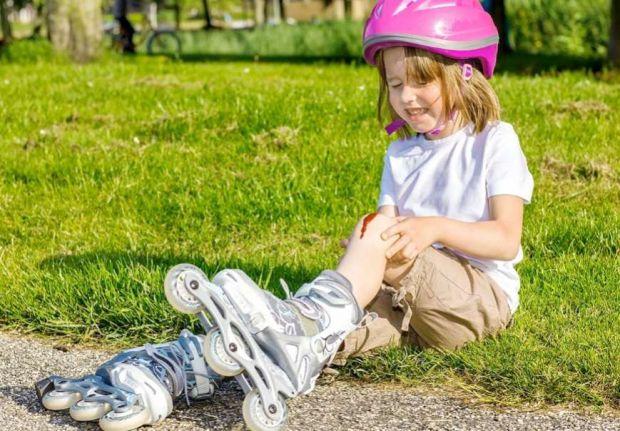 Яка правильна послідовність дій в ситуації, якщо у дитини з'явилася рана? В першу чергу, батькам потрібно зберігати спокій - це дозволить залишатися с