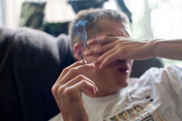 Дослідники вважають, що у підлітків, які захоплюються курінням зростає ризик розвитку параної.