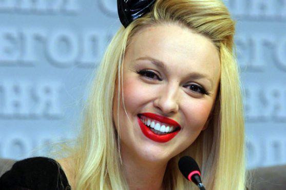 Українська співачка Оля Полякова поділилася з шанувальниками сімейними фотографіями.