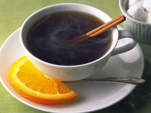 Заварений за всіма правилами чорний чай - це джерело найрізноманітніших корисних речовин. Особливо якщо пити його без добавок - молока або цукру.