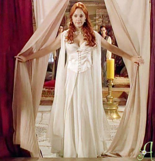 Платья хюррем султан платьев