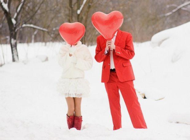 Конечно, решиться на свадьбу зимой смогут далеко не все влюбленные пары, и это не удивительно, ведь в это время года бывают сильные морозы, снегопады,