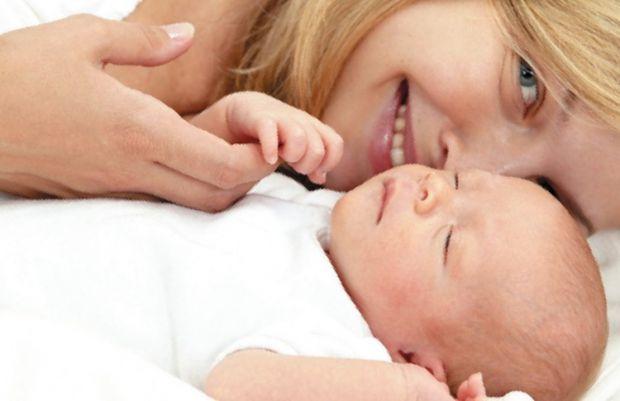 Дослідники з Університету Джорджа Мейсона (США) з'ясували, що народження дитини пов'язане з прискореним старінням жінки на 11 років. Про це повідомляє