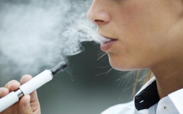 Спеціалістам вдалося з'ясувати, що в електронних сигаретах містяться отруйні хімічні добавки, які виконують функції ароматизаторів, все той же нікотин