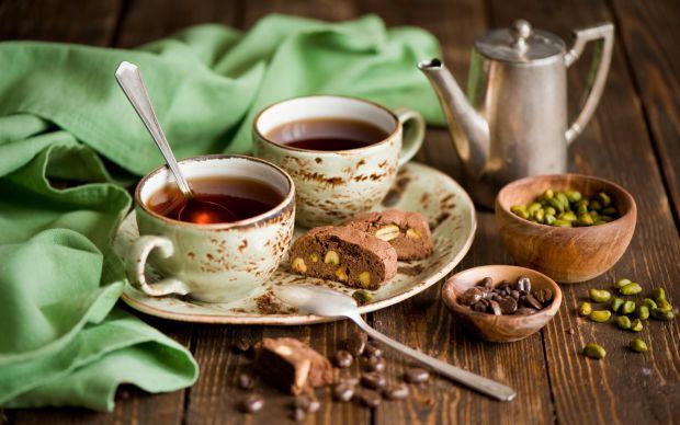 Властивості чорного чаю в наш час відомі багатьом. У першу чергу це тонізуючий ефект, завдяки входить до складу кофеїну. Вживання напою сприяє стимуля