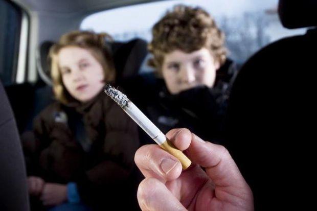 Вчені провірили стан здоров'я дітей, які являються пасивними курцями із-за поганої звички батьків.
