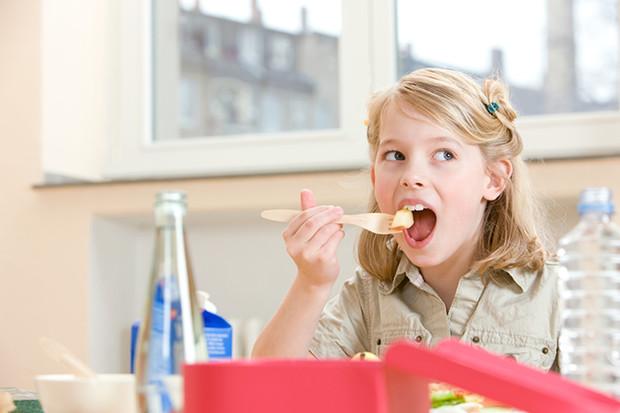 Кілька хвилин і ваш малюк їсть лише корисну їжу!