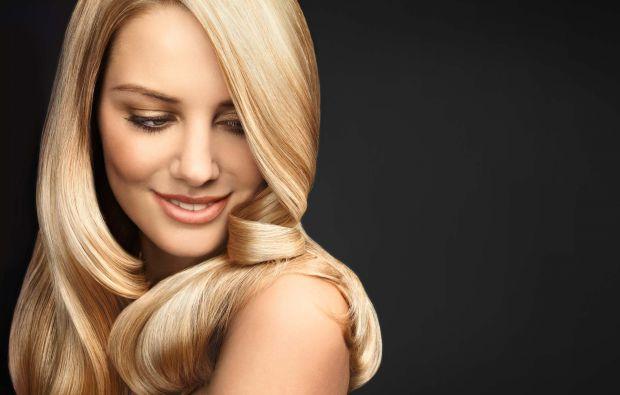 Щоби обличчя та волосся були повні сил та енергії, їх потрібно насичувати вітамінами. Тому для цього ми пропонуємо рецепт домашнього вітамінного спрею