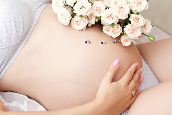 Чи можна лежати на животі? Чи не шкідливо носити бандаж під час вагітності? Чи потрібно перетягувати живіт після вагітності?Про все це розказує лікар-