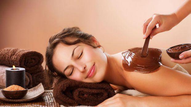 Шоколадні ванни мають антицелюлітний ефект, чудово позбавляють напруги після важкого робочого дня. Перед прийняттям шоколадної ванни, вам необхідно пр