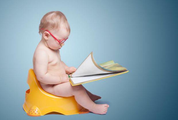 На думку сучасних педіатрів, починати привчання дитини до горщика раніше, ніж в 1,5 року не має сенсу, оскільки тільки з цього віку діти починають кон