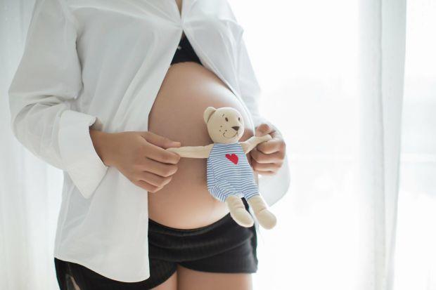 Вчені виявили, що якщо цукровий діабет 1 типу у жінок діагностують в ранньому віці, то місячні у них починаються пізніше, а менопауза – раніше.