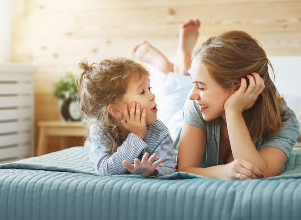 Знаєте таких батьків, яких завжди добре чути на будь-якому майданчику, дитячому святі або в магазині? «Іванку, встань! Ти ж забруднишся!»,«Не біжи: вп