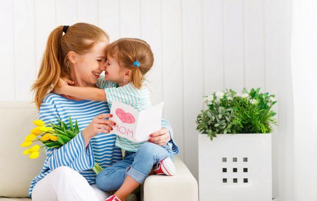 Звідки беруться діти, як Миколай приносить подарунки? А ще скільки запитань від малечі, на які дорослим доводиться шукати відповіді і вигадувати цікав