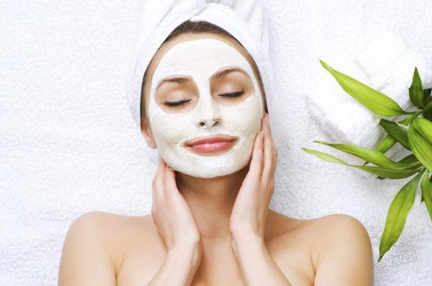 Косметична глина давно користується великим попитом у медицині і косметології. Адже вона досить проста у використанні і підходить майже всім. Крім тог