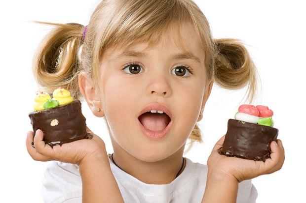 Чим солодке корисне для дитини - читайте далі.