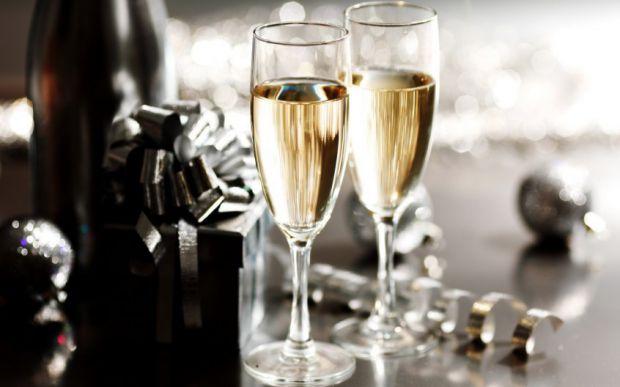 А вы знали, что каждый год человечество выпивает больше 3 млрд. бокалов шампанского? Этот напиток стал одним из наиболее известных во всем мире, и все