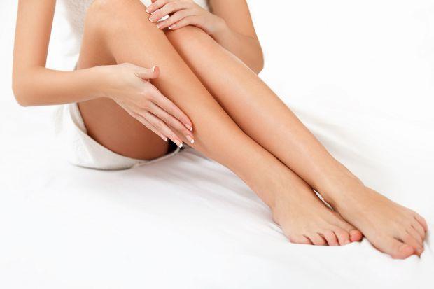 Набряки виникають через застій рідини в тканинах. Вони можуть бути викликані не лише надмірним навантаженням на ноги, великою кількістю рідини, але і