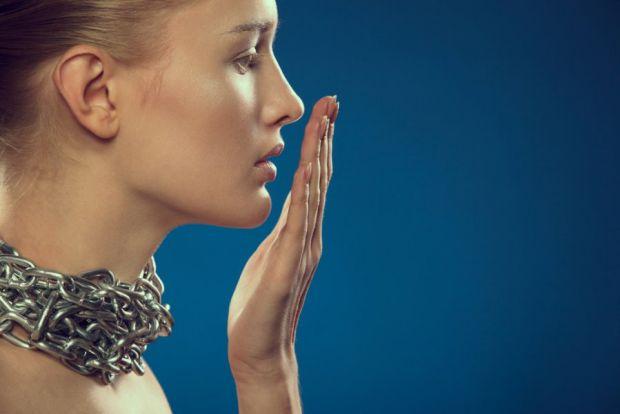 Якщо у вас чи ваших близьких неприємний запах з рота - то обов1язково зверніться до лікаря, це може свідчити про якусь хворобу.